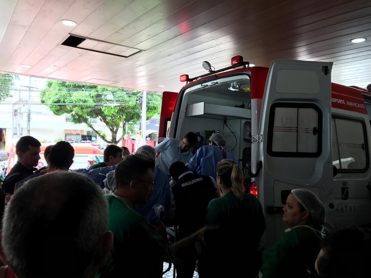 Brunninha, de 7 anos, foi levada em ambulância até Base Aérea, em Parnamirim