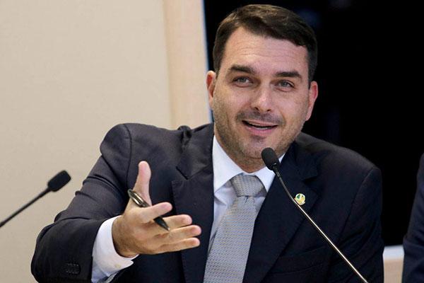 Filho do presidente, Flávio Bolsonaro, publicou declaração no Twitter contra o grupo radical Hamas