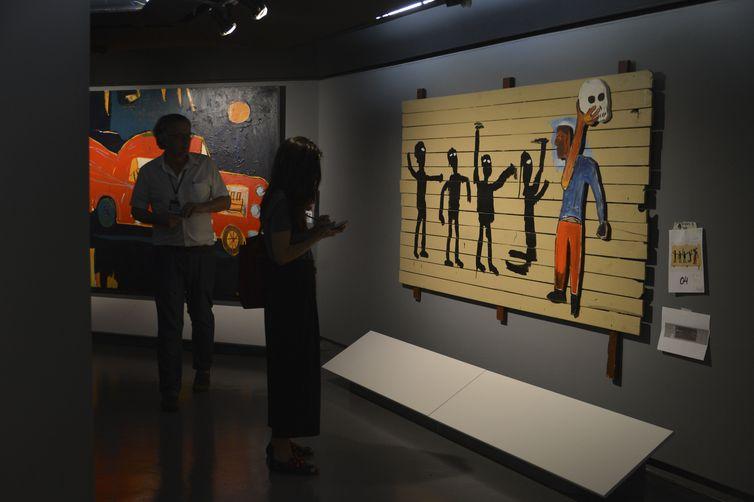A exposição Jean-Michel Basquiat, com curadoria de Pieter Tjabbes, no CCBB-SP
