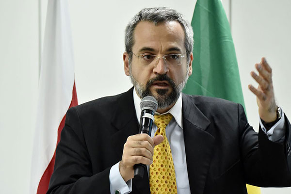 Abraham Weintraub é economista, seguidor da ideologia de Olavo de Carvalho e crítico do marxismo