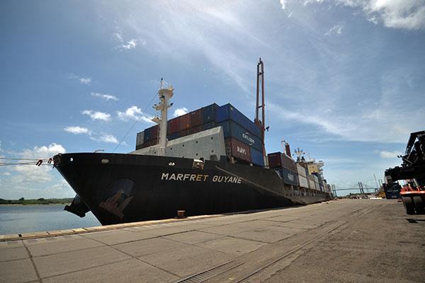 Navio saiu do porto na tarde desta segunda-feira, 8, voltando à rota de exportação das frutas, com destino à Europa