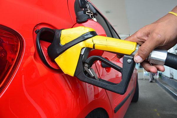 Reajustes realizados pela Petrobras ao longo de março e neste início de abril provocaram aumento do preço médio da gasolina