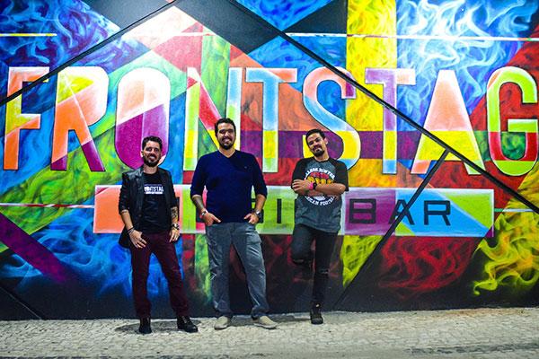 Régis divide a tarefa de tocar o barco com o produtor musical e músico Lucivan Rolim, e com o guitarrista e vocalista Cícero Monteiro