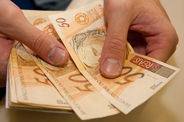 Mulher recebeu aproximadamente R$ 5 milhões indevidamente, diz Polícia Civil