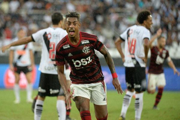 Bruno Henrique marcou os dois gols da vitória do Flamengo sobre o Vasco