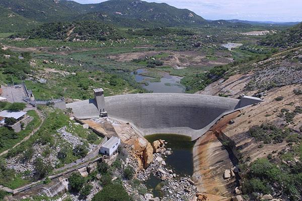 O Gargalheiras (acima), em Acari, está seco a exemplo do Dourado, em Currais Novos e o Itans, em Caicó está no volume morto. Os três dependem de chuvas na Paraíba