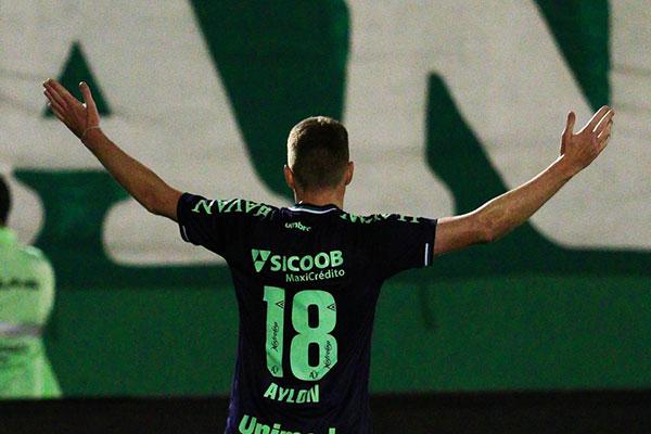 Aylon marcou o gol da vitória da Chapecoense sobre o Corinthians pela Copa do Brasil