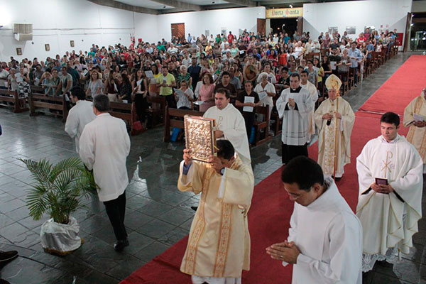 O Arcebispo Dom Jaime celebra a Missa da Ceia do Senhor