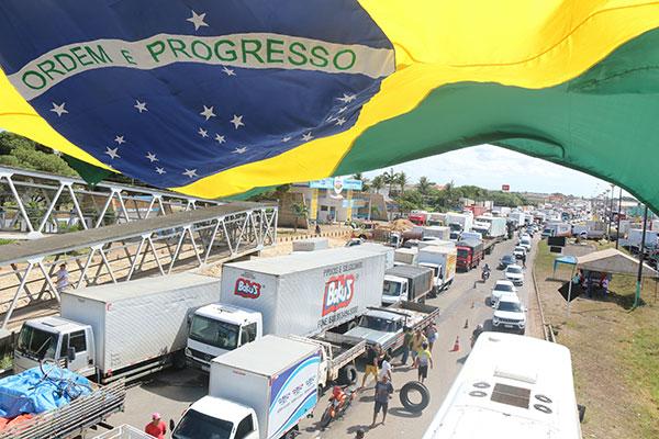 Em maio de 2018, greve geral dos caminhoneiros parou o Brasil, provocou desabastecimento e queda do Produto Interno Bruto