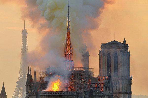 Incêndio na Catedral de Notre-Dame, na França, completa uma semana