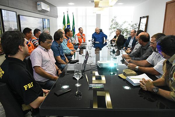 Autoridades locais se reuniram com representantes da Defesa Civil Nacional na tarde de ontem