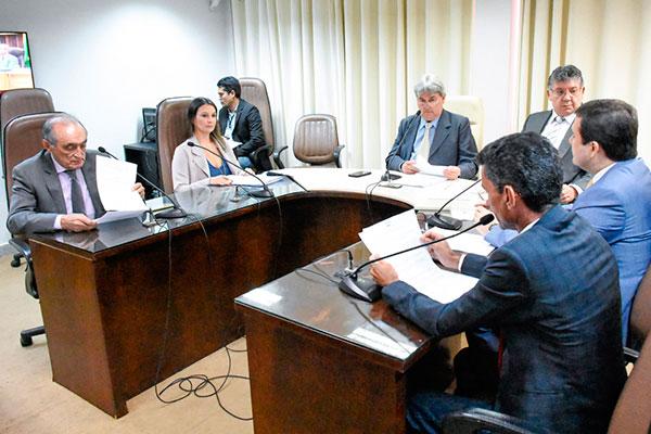 Nesta quarta-feira, a Comissão de Finanças e Fiscalização aprovou projeto para reajuste no TCE e DPE