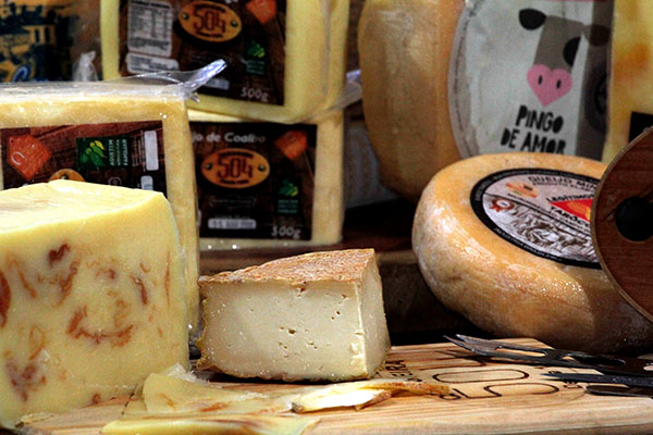 Além da produção própria, queijeira investe em produtos de outros produtores artesanais