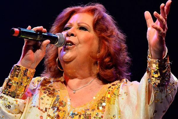 """Beth Carvalho, que eternizou canções como """"Coisinha do Pai"""" sofria de fortes dores na coluna"""