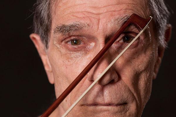 O cantor e compositor Jorge Mautner lançou na primeira metade de abril o disco Não Há Abismo Em Que o Brasil Caiba. O trabalho surge 13 anos após seu último álbum de inéditas, Revirão