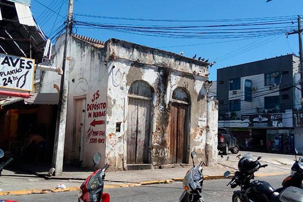 O prédio da rua Vigário Bartolomeu, antes do início da reforma