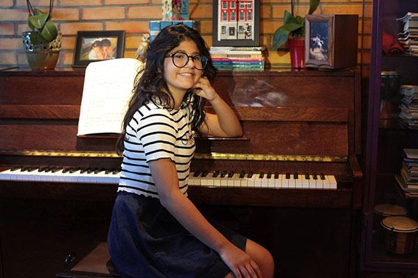 Aos 13 anos, pianista Isadora Rezende ganha bolsa em renomada escola da Universidade de Montreal