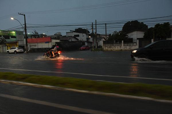 Na margem da BR-101, em Potilândia, também foi constatado alagamento na tarde de ontem