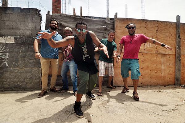 Sueldo Soares e banda leva MPB e balanço ao palco do Terminal