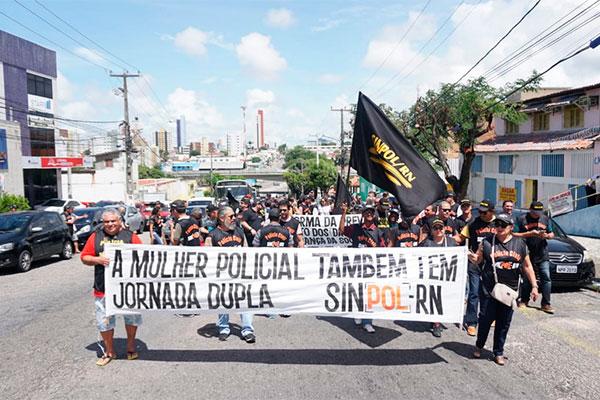 Policiais fizeram manifestação na avenida Rio Branco
