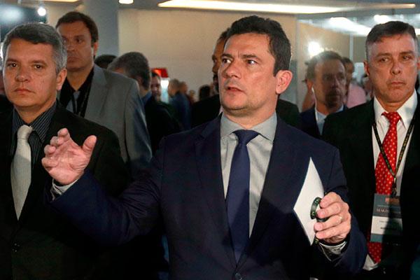 Sérgio Moro confirma que Jair Bolsonaro fez o convite para ocupar o cargo no governo, mas nega ter feito exigências