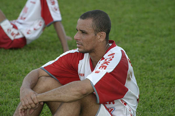 O então volante Carioca, do América, em 2004; jogador fez o gol do título em 1998