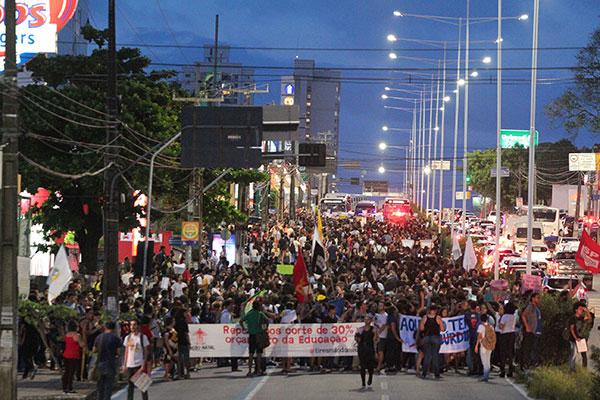 No último dia 8 estudantes e professores, maioria do IFRN, foram às ruas contra os cortes