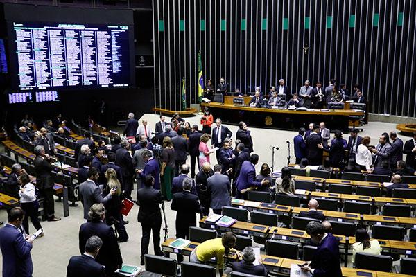 Deputados aprovaram, por 307 a 87, a convocação do ministro da Educação e impõe mais uma derrota do governo Jair Bolsonaro no ParlamentoCAMARA