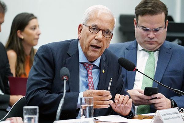 Senador Oriovisto Guimarães pode convocar nova sessão
