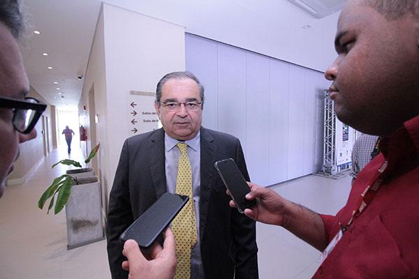 Álvaro Dias afirma que é cedo para anúncios de candidatura
