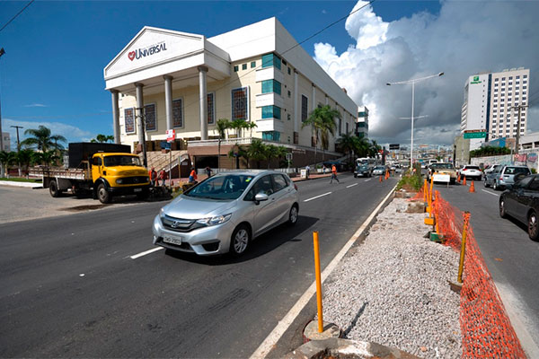 Também serão feitas uma faixa de pedestres na avenida e a abertura para pedestres no canteiro central