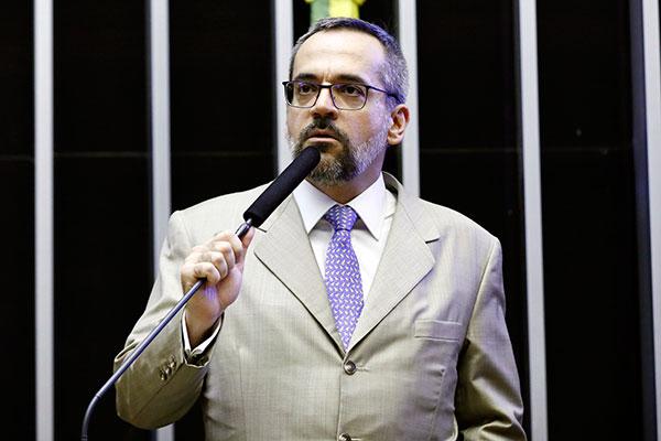 Deputados convocaram ministro para explicar cortes