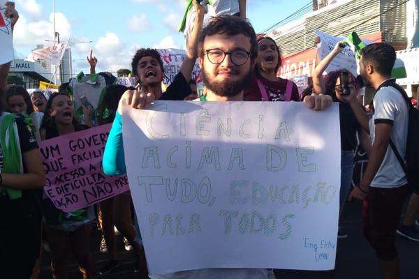 Emanuel Betcel, estudante de engenharia elétrica e bolsista de iniciação de pesquisa no INPE