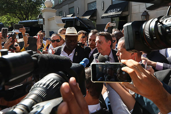 Jair Bolsonaro concede entrevista em Dallas
