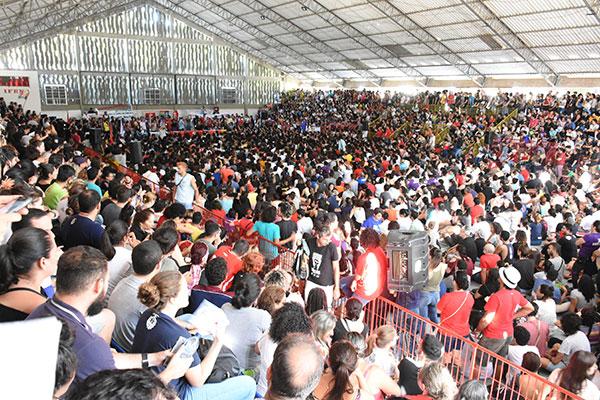 Com ginásio do IFRN central lotado de ouvintes, Guilherme Boulos falou em união da oposição