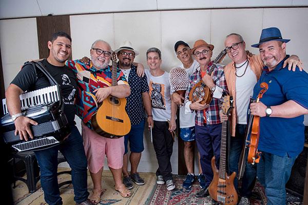 Reunindo primeiro time de músicos, banda Rojão abre os trabalhos com o Bailão na AABB. No repertório, releituras de clássicos do forró