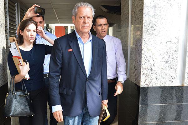 José Dirceu garantiu ao advogado que vai se apresentar à Justiça