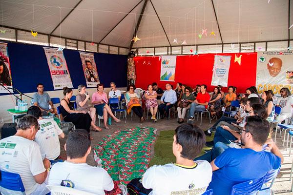 Encontro contou com participação de educadoras de projetos nacionais e locais