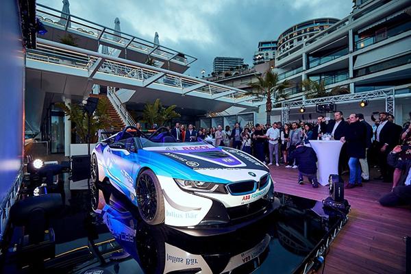 O veículo, que é baseado no BMW i8 Roadster foi modificado para ser usado em circuitos fechados