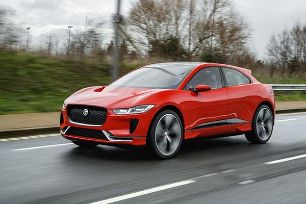 Sucesso global em vendas, Utilitário Esportivo elétrico da Jaguar chega ao Brasil a partir de 27 de maio, em versão única, comercializada a partir de R$ 437.000,00. A prima facie, parece caro, mas não é...
