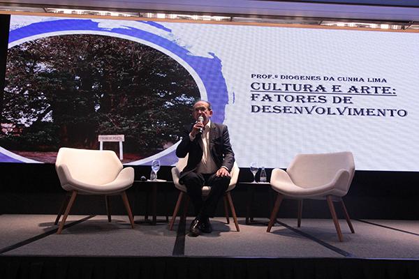 Diógenes da Cunha Lima, escritor, advogado e presidente da ANL