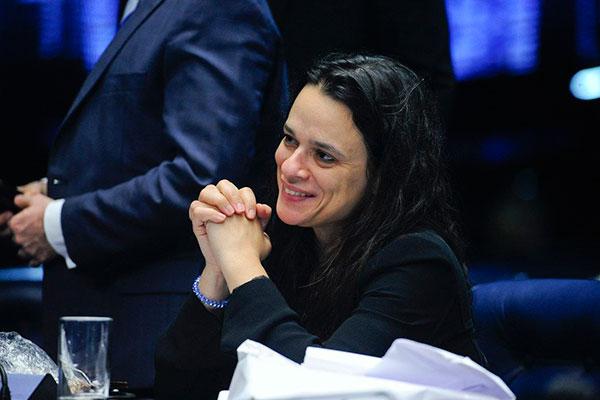 Janaina Paschoal criticou a convocação de manifestações por aliados de Jair Bolsonaro