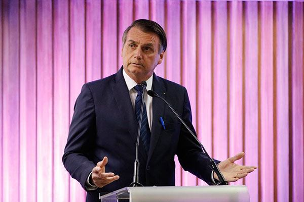 Decreto que facilita acesso aos armamentos assinado por Bolsonaro é criticado por organizações sociais e é alvo de ações no STF