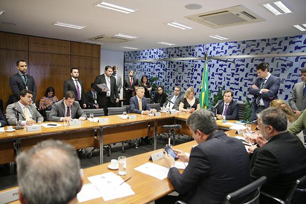 Rodrigo Maia reúne os líderes de bancadas e define o acordo para a votação da medida provisória que reestrutura os ministérios