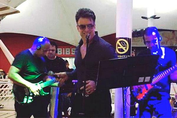 Sávio de Luna faz tributo a Elvis na AABB