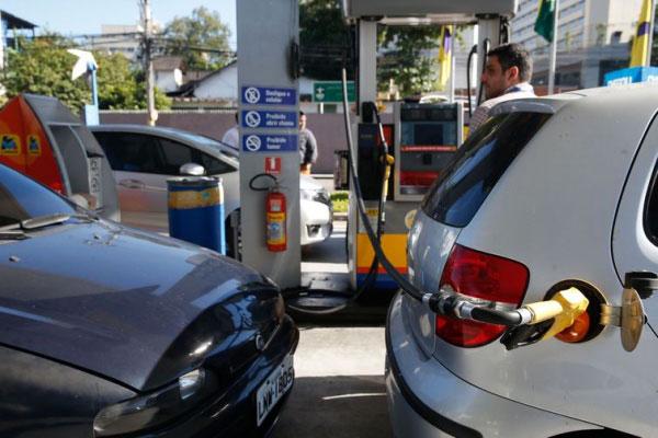 Postos de gasolina, bombas de gasolina, refinarias, diesel, combustível, combustíveis, inflação, abastecimento
