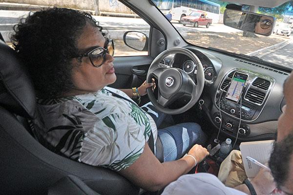 Hudneide Nóbrega, motorista por aplicativo, afirma que não teria condições de trabalhar se não tivesse feito a conversão para GNV