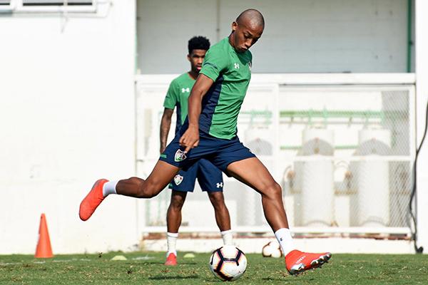 Com sete gols em dez jogo, média de João Pedro no início da carreira supera a de Ronaldo Fenômeno