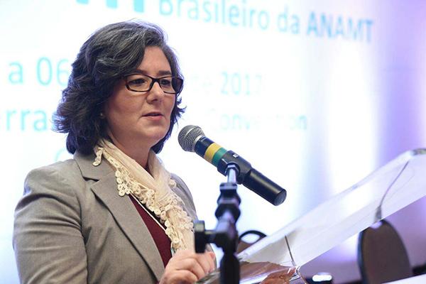Márcia Bandini: não há espaço para reduzir 90% das normas
