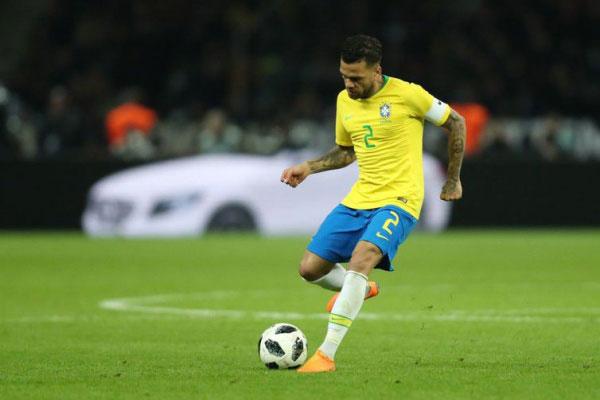 Daniel Alves será o capitão da seleção brasileira na Copa América